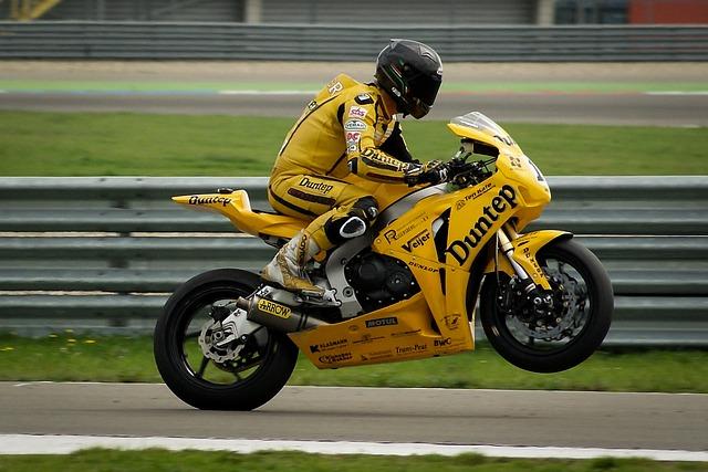 【愛してる】俺、バイク事故で長い入院生活。嫁、食事の世話から下の世話まで・・・