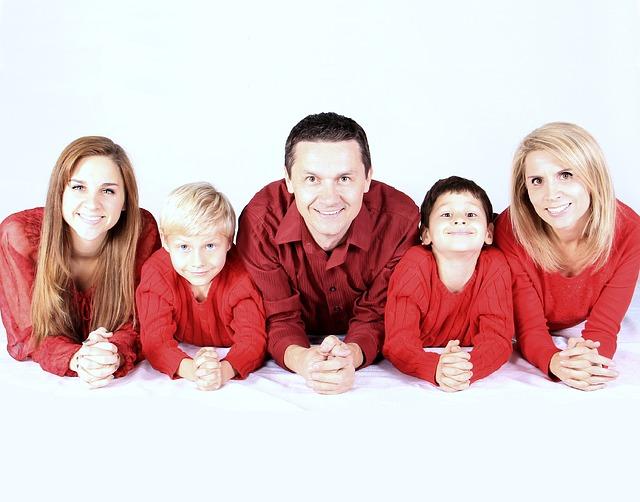 【愛してる】嫁「私も愛してます、家族増えるしね」  息子、娘1、娘2、「エッ?」、嫁「出来ました、双子です」子供5人…