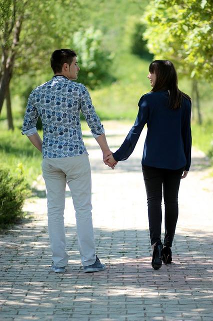 【愛してる】嫁と手をつないで歩く、 思わず「ぼかぁ、しあわせだなぁ」と加山雄三状態