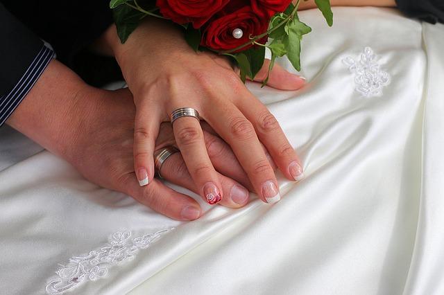【二人の出会い】婚活サイト。「好きになっちゃった」って告白され・・・妊娠、旦那が鬱、でも・・
