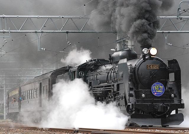 【二人の出会い】電車事故で2時間車中箱詰め、隣に座っていたのが夫「鉄オタ」だった。