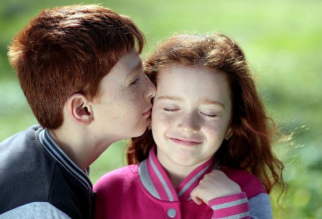 【二人の出会い】嫁は俺母の再婚相手の娘、当時小3(同学年)。高校の時、キスもせず10年後の結婚を約束…