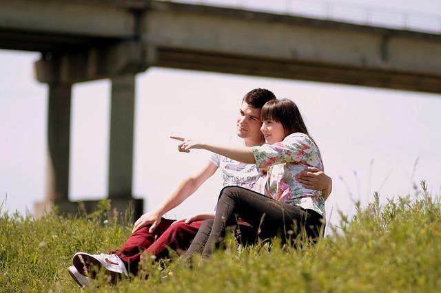 【二人の出会い】嫁は友達の妹。高校の部活で短パンから出ているスラッとした足、ポニーテールがツボだった…