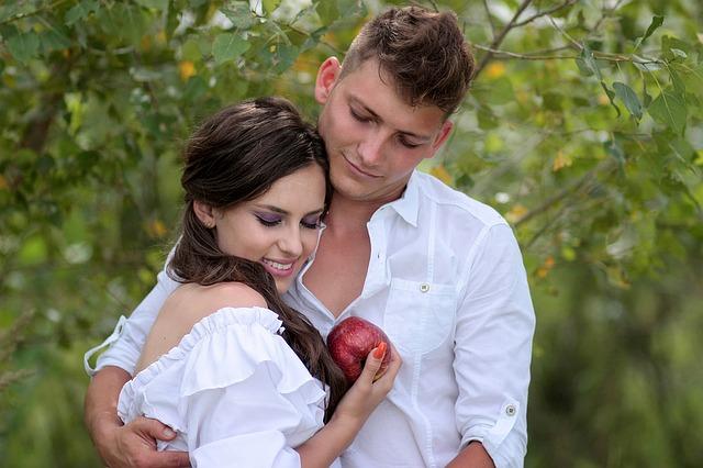 【二人の出会い】嫁は俺友の妹、一目ぼれ。付き合って2年目(嫁高3)に1泊旅行&初H…