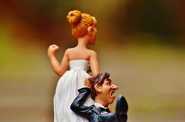 【二人の出会い】嫁「ホントにまだなの、二十歳で恋愛経験なしは、やばいって」。俺のアパートで純潔を捧げました。