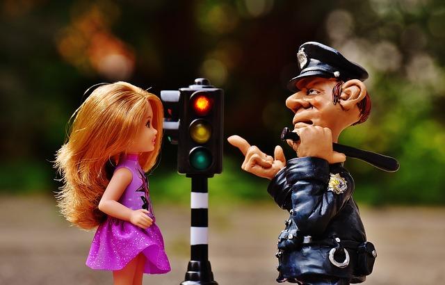 【二人の出会い】出会いは警察署。そこには金髪の女子高生(嫁)が騒いでいた…