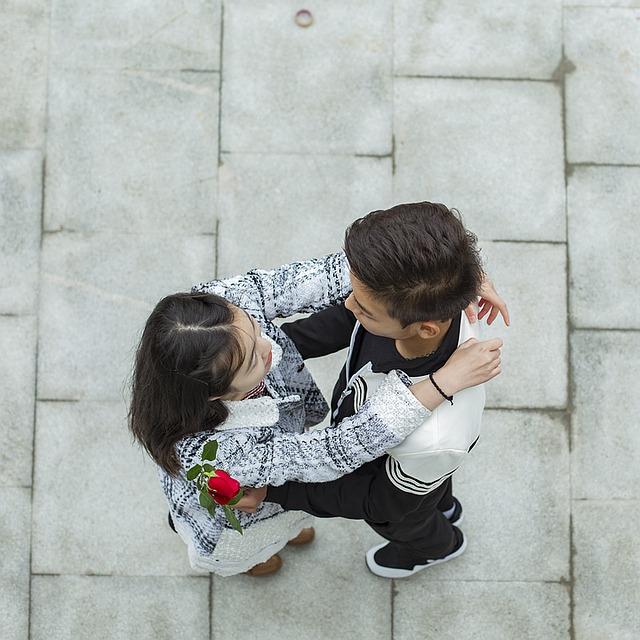 【二人の出会い】やけくそ気味に参加したカップリングパーティで巨にゅう黒髪ロングの嫁を…