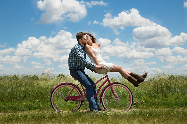 【愛してる】嫁「何の記念日でもないと思うけど」 、俺「お前に惚れ直した記念日ってのはどう」