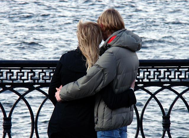 【二人の出会い】嫁はだいぶ年上だが従順。その嫁が「実はね…」自分の過去を喋りだした…