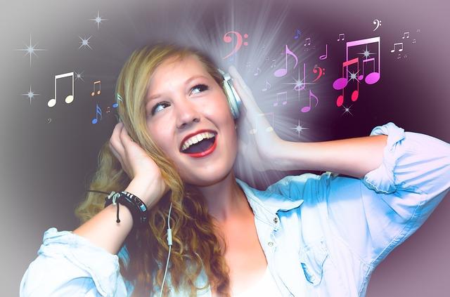 【二人の出会い】カラオケ店で、俺が歌っていた曲の歌手本人が乱入。その歌手が今嫁…