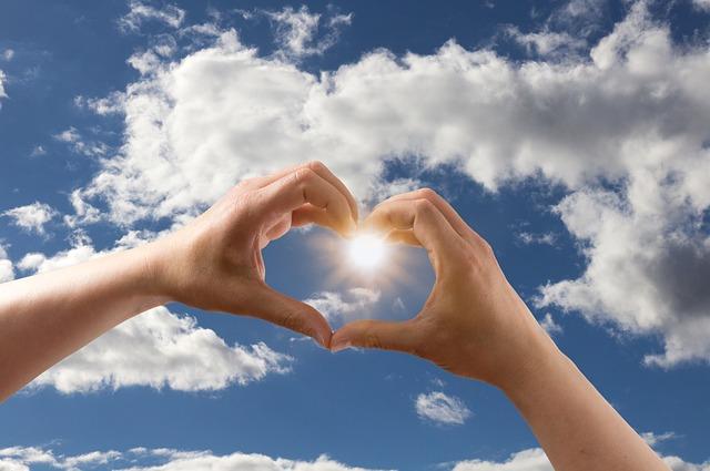 【愛してる】嫁が妊娠(笑)、手話で「ありがとう、愛してる」って伝えた。嫁は耳が聞こえない…