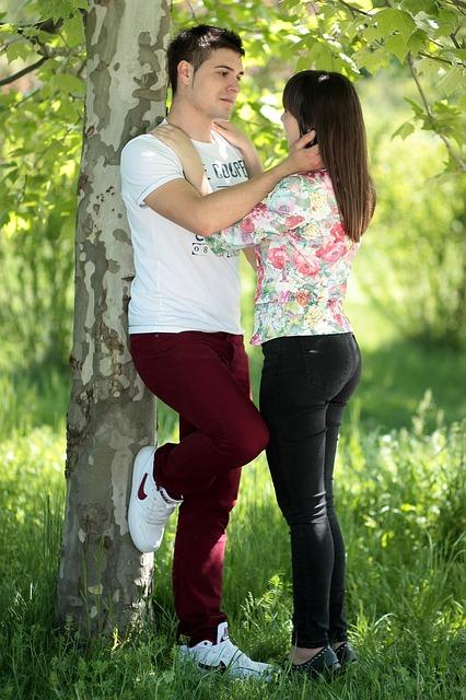 【二人の出会い】嫁とは友達関係の付き合いだったが、嫁狙いのイケメン登場で・・・