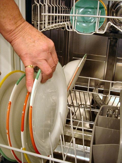 【可愛い奥様】妊娠中です。食器洗いながら、もう!洗っても洗ってもある!!