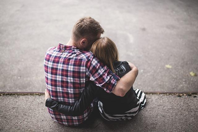 【不倫】お互い結婚後に再会。深い関係になるのはヤメ。酔ってキスぐらいはするけどw