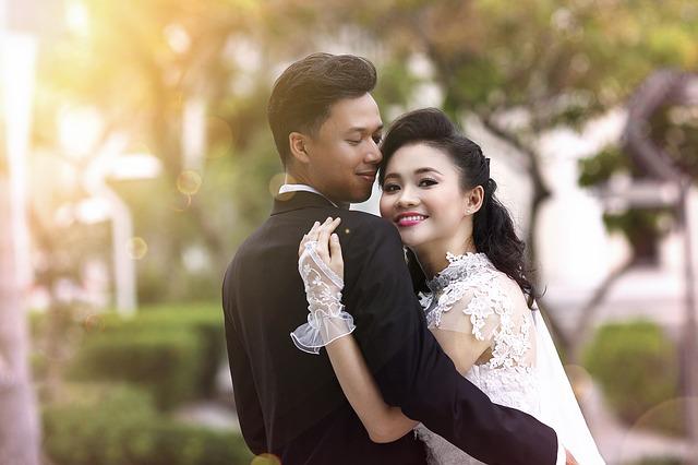 【結婚式】披露宴の最中、男が「(新婦)待たせたな!」と登場、そして二人で退場。新婦戻らず…