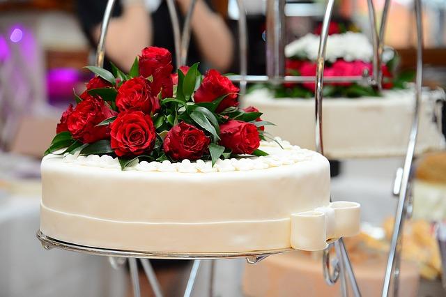 【結婚式】新郎、初婚2ヶ月後新婦が急逝。10年後再婚、結婚式で亡新婦と今新婦をごっちゃにされる…