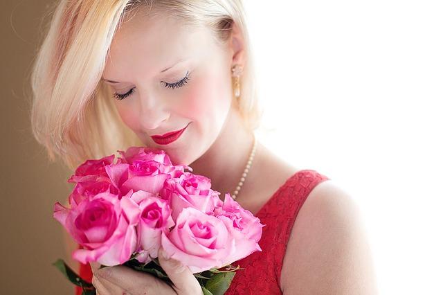 【美人過ぎ】嫁は外人モデル。ミニでパンテイラインがないのはひもパン。もうムクムクムク…