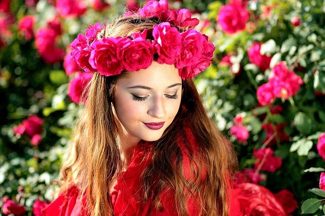 【びっくりポン】高校1年から7年間バイトしてくれた女子に贈った結婚祝は『3万本の花』