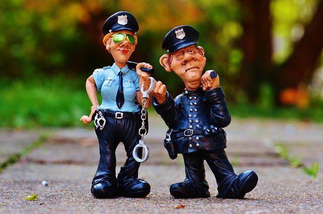 【びっくりポン】本屋で立ち読みしてたら警官に挟まれて『任意ですが署までご同行願えますか』