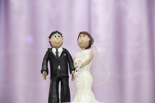 【結婚式】高砂席で新婦友人A男「結婚相手って元カレじゃなかったんだ」、凍り付く新婦!