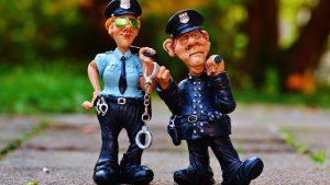 【びっくりポン】本屋で立ち読みしてたら警官に挟まれて『署までご同行願えますか』